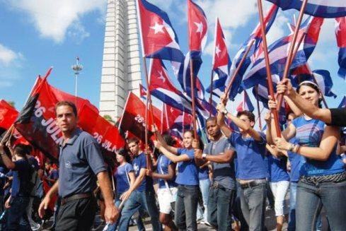 jovenes-cubanos-plaza
